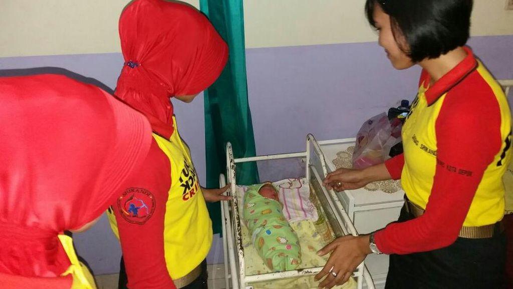 Perempuan Ini Melahirkan Seorang Diri dan Tinggalkan Bayinya di Warung