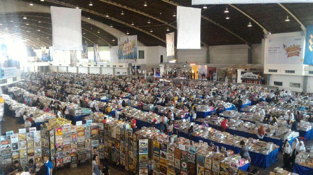 Ribuan Orang Tumplek di Big Bad Wolf Buru 2 Juta Buku