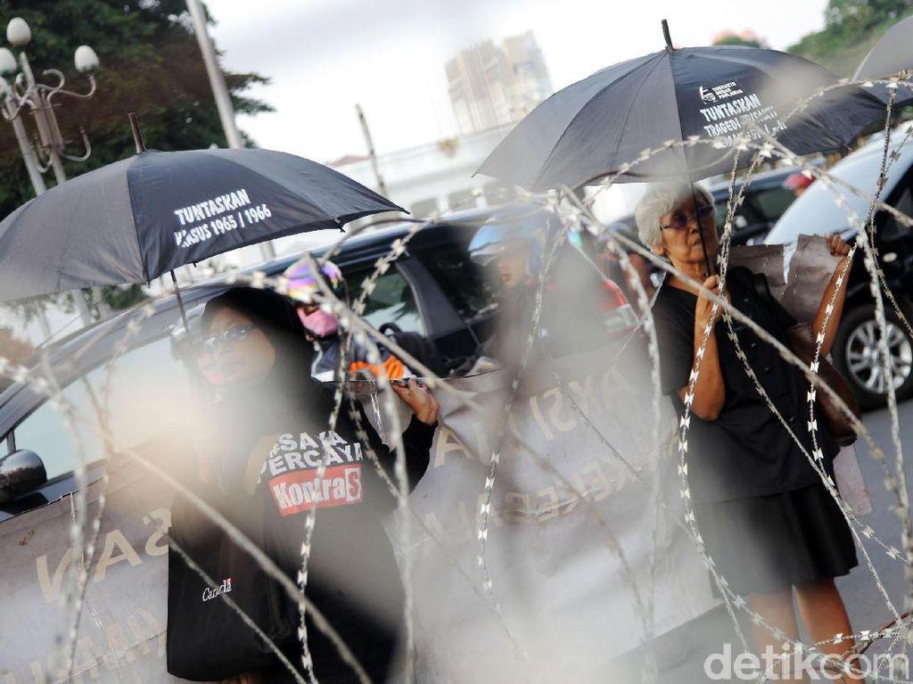 Aksi Kamisan 2 Tahun Pemerintahan Jokowi-JK