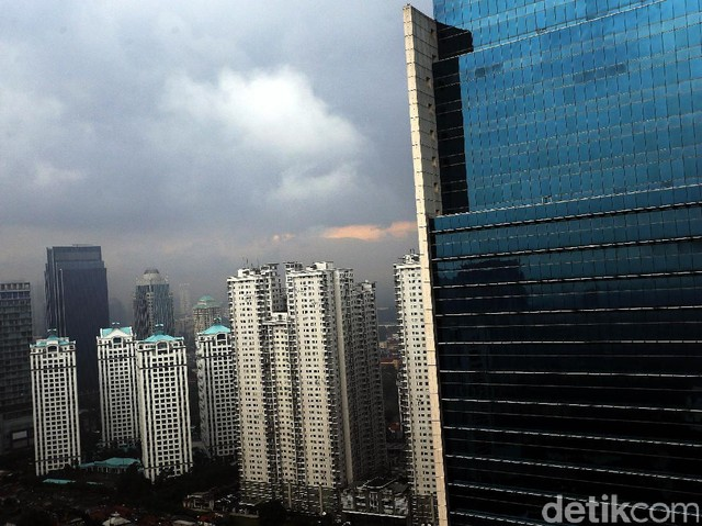Awan Mendung Payungi Jakarta