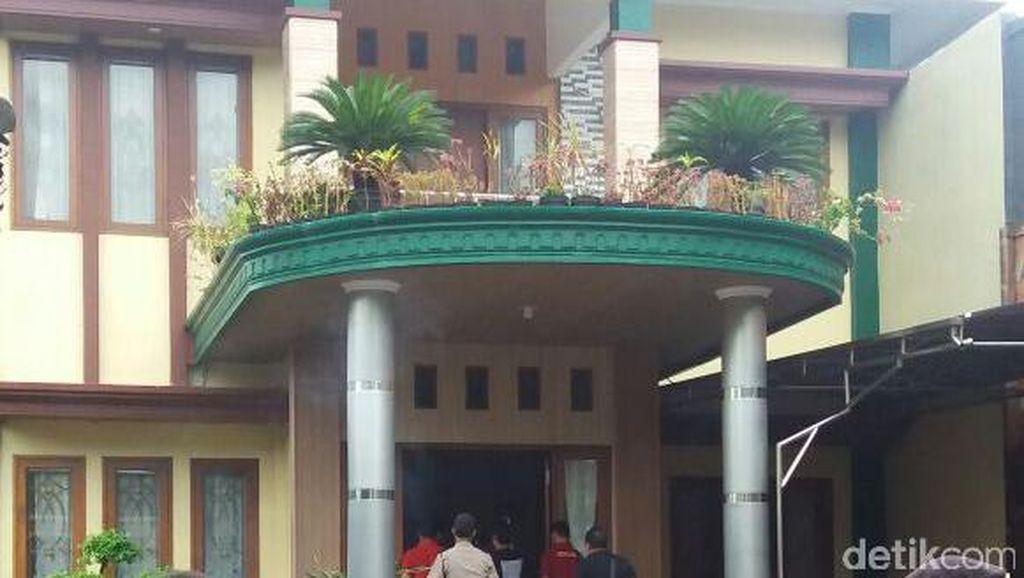 Polisi Geledah dan Sita Aset Dimas Kanjeng, dari Rumah Istri hingga Minimarket