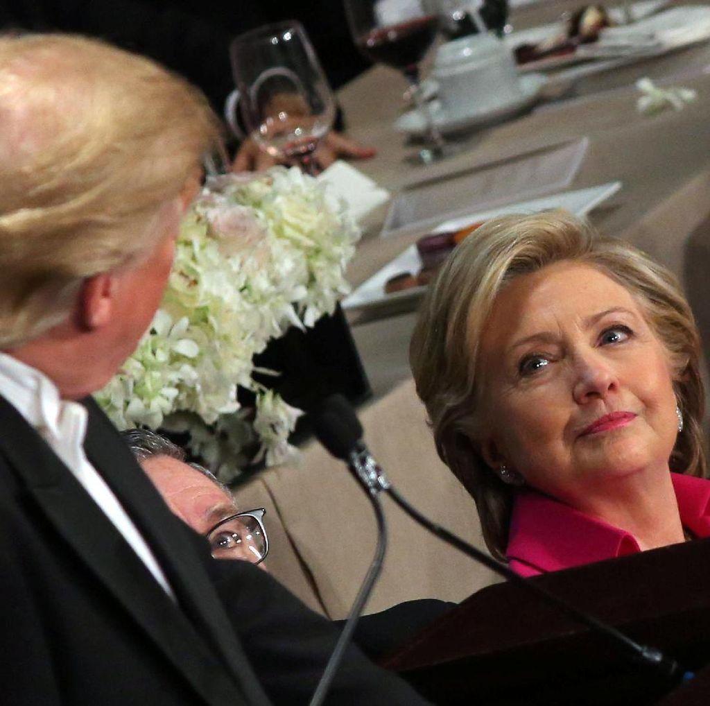 Trump Lontarkan Lelucon Kasar ke Hillary Saat Acara Makan Malam Amal