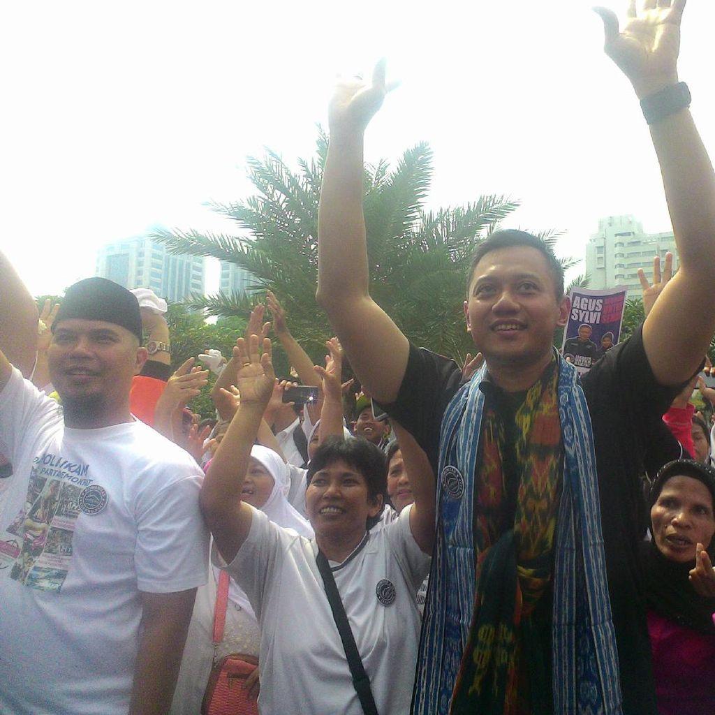 Ditemani Ahmad Dhani dan Mulan, Agus Goyang Maumere di Lapangan Banteng