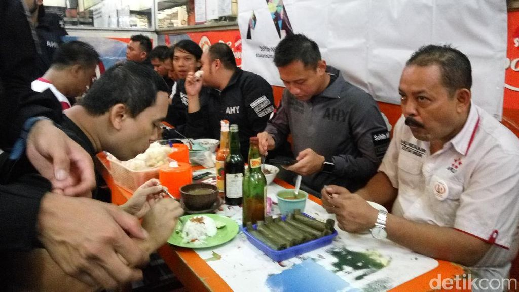 Blusukan di Pasar Koja, Agus Makan Soto dan Bicara Penataan Pasar