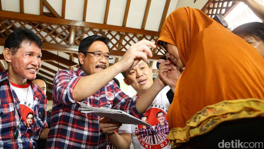 Djarot Hadiri Acara Bagi-bagi Kacamata Baca oleh Relawan Bara Badja