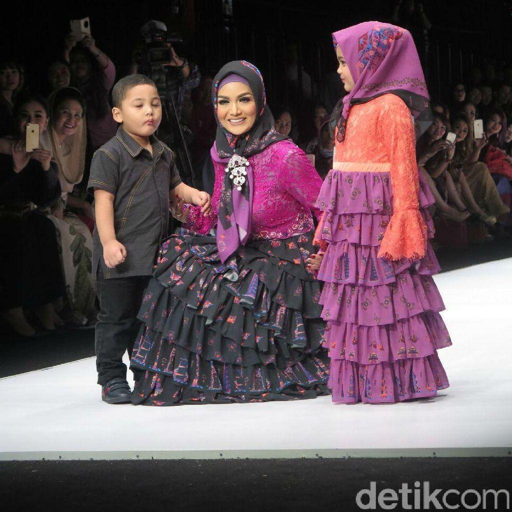 KD Beranikan Diri Pamer Koleksi Busana Muslim di Jakarta Fashion Week