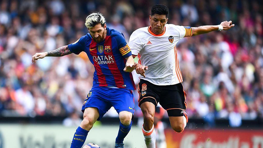 Direktur Olahraga Valencia Keluhkan Wasit, Sebut Barca Tak Pantas Menang