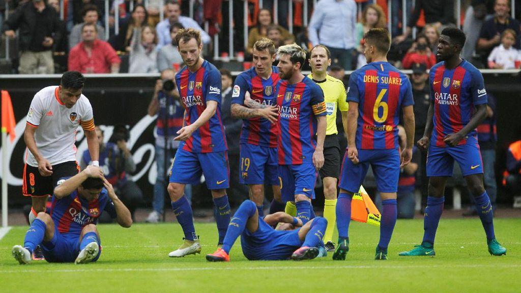 Tentang Pelemparan Botol dari Suporter Valencia ke Pemain Barca