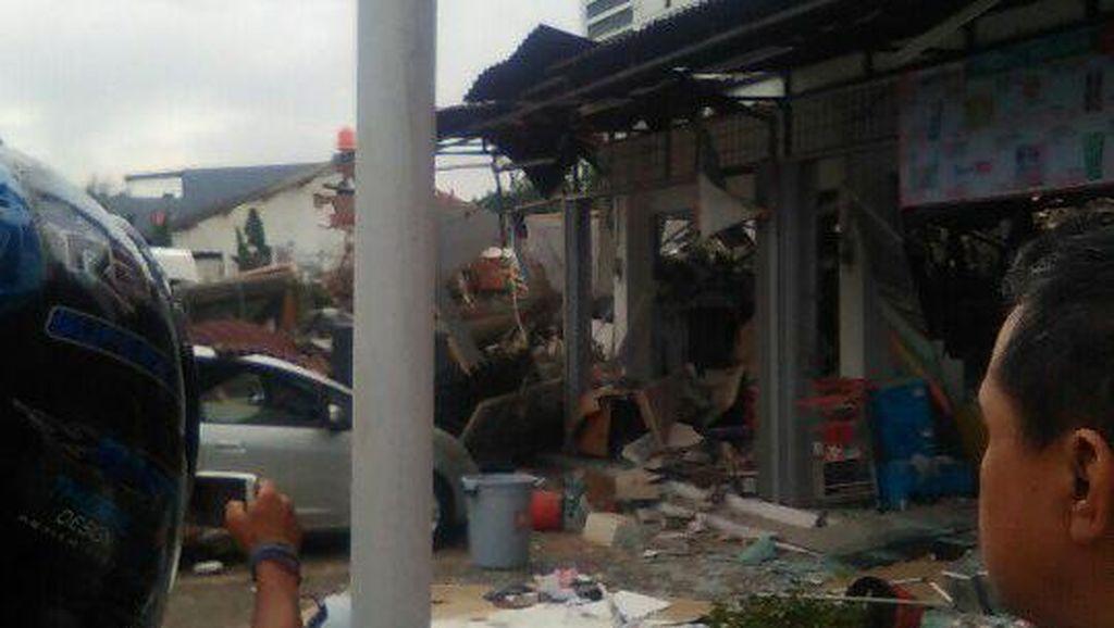 Polisi: PHD Pondok Melati Hancur Total, Ledakan Diduga dari Tabung Gas 50 Kg