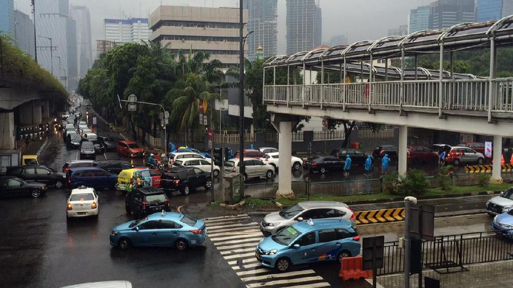 Klakson Kendaraan yang Bersahutan Saat Jakarta Marathon