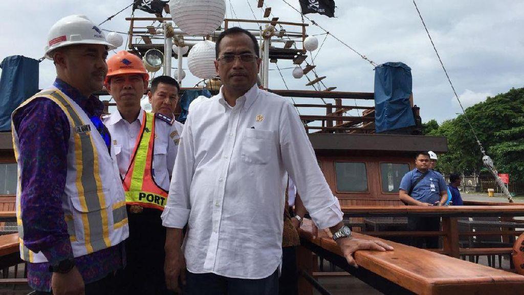 Budi Karya Rapat di Atas 'Kapal Bajak Laut'