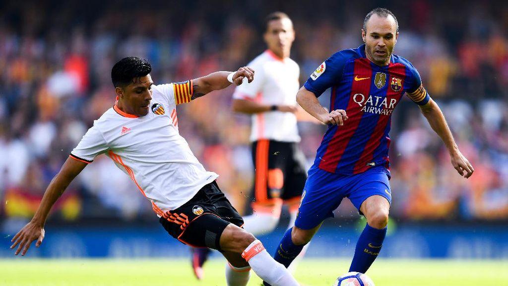 Cedera Lutut, Iniesta Absen Hingga 8 Pekan