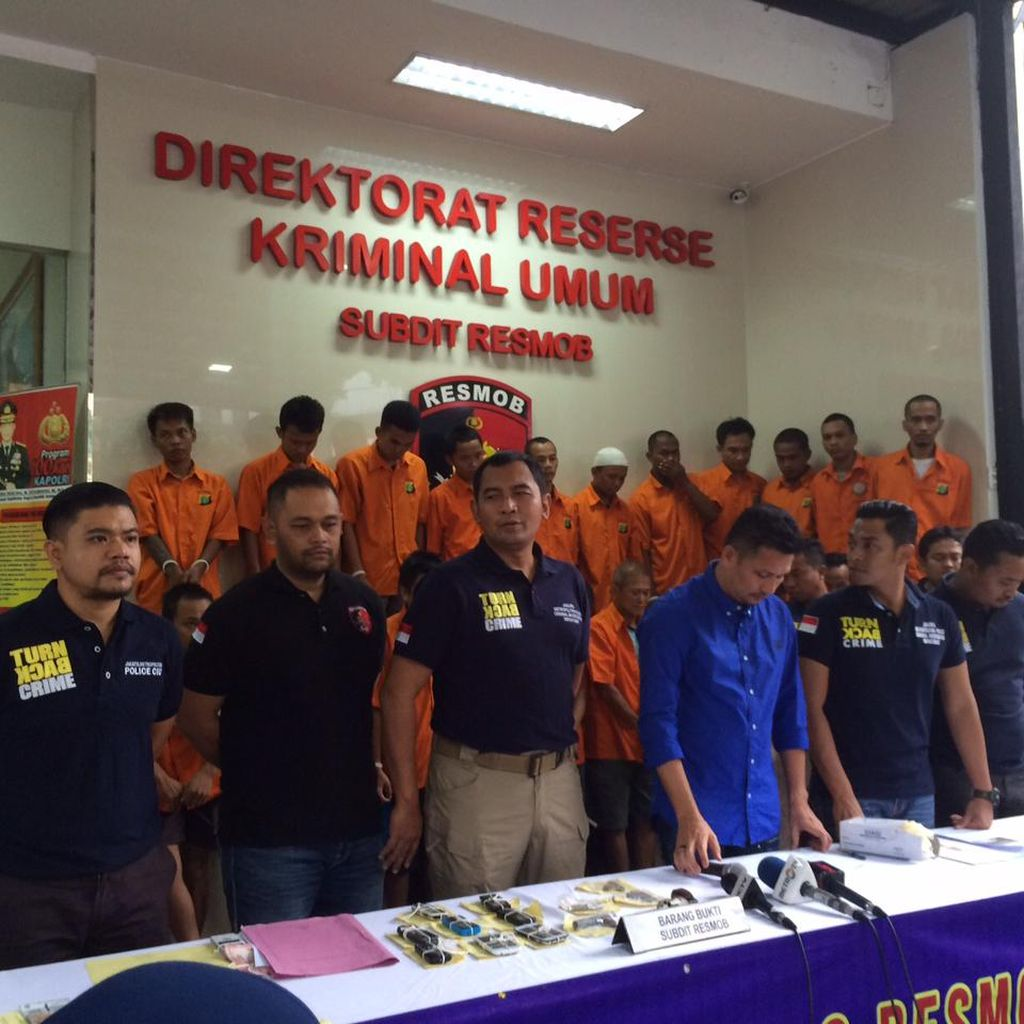 Duet Pencuri di Tangerang Ini Diam-diam Ambil Motor Korban Kecelakaan