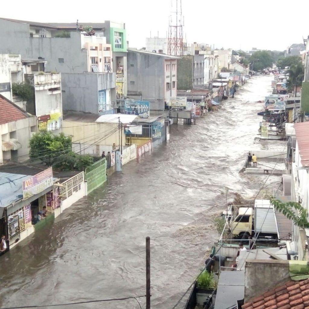 Ridwan Kamil: Petugas Turun Tangan, Banjir Bandung Surut dalam 2 Jam