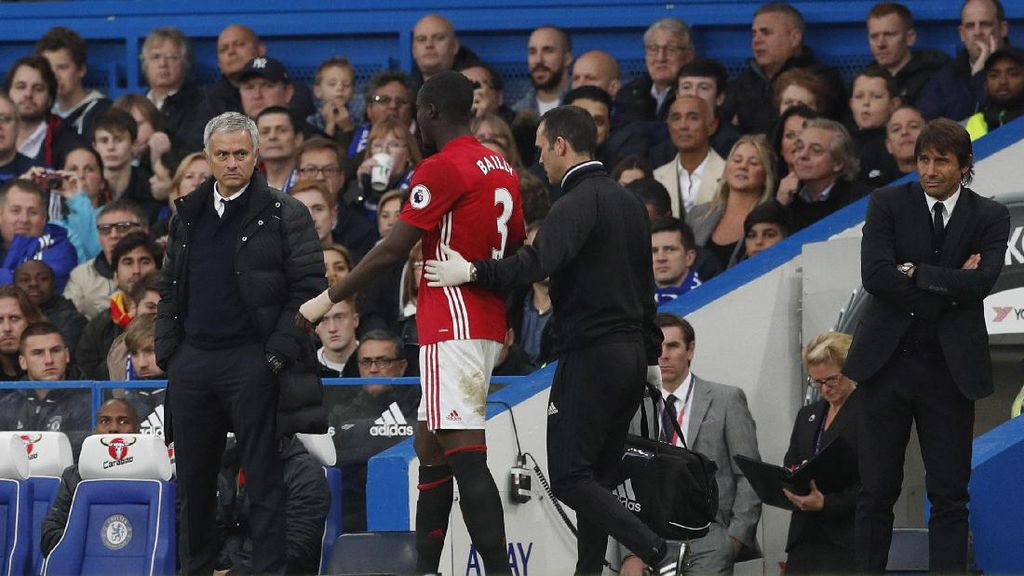 Kabar Buruk Tambahan untuk MU: Bailly Cedera Lutut