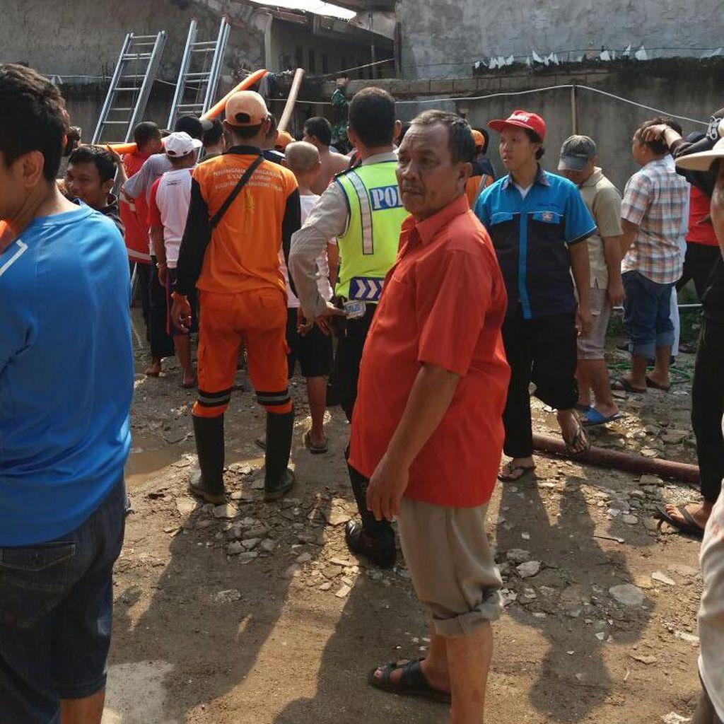 Si Jago Merah Beraksi Lalap Rumah Kontrakan di Cengkareng