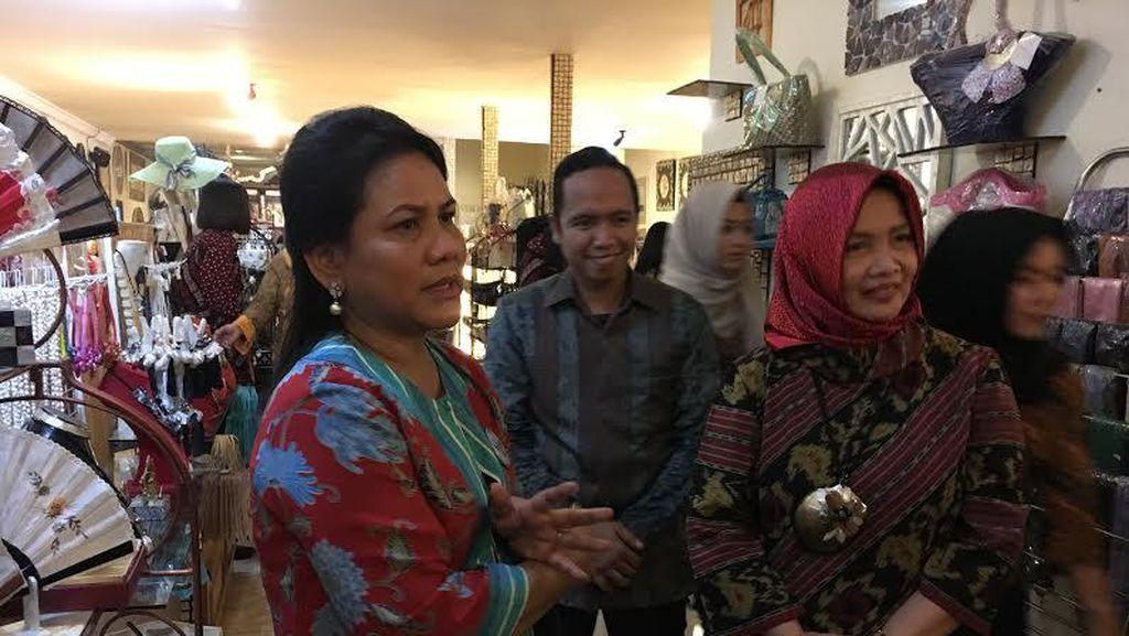 Ke Cirebon, Iriana Sambangi Toko Milik Teman Lama Sewaktu Jadi Pengusaha