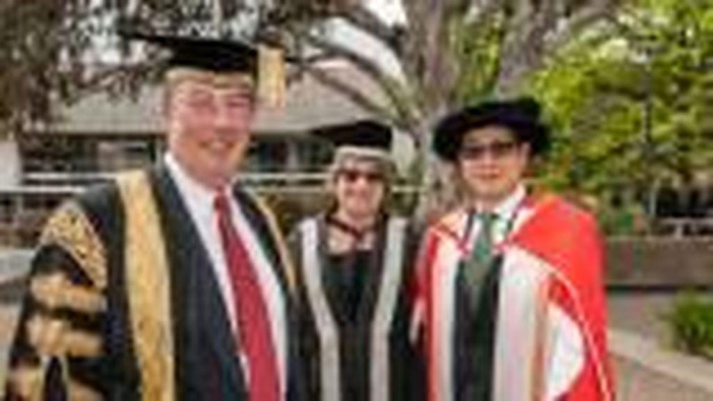Prof Ronny Noor Dapat Penghargaan Alumni Berprestasi di Australia