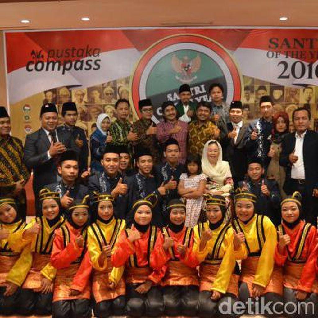 Gus Dur dan Tiga Menteri Jokowi Raih Santri Award