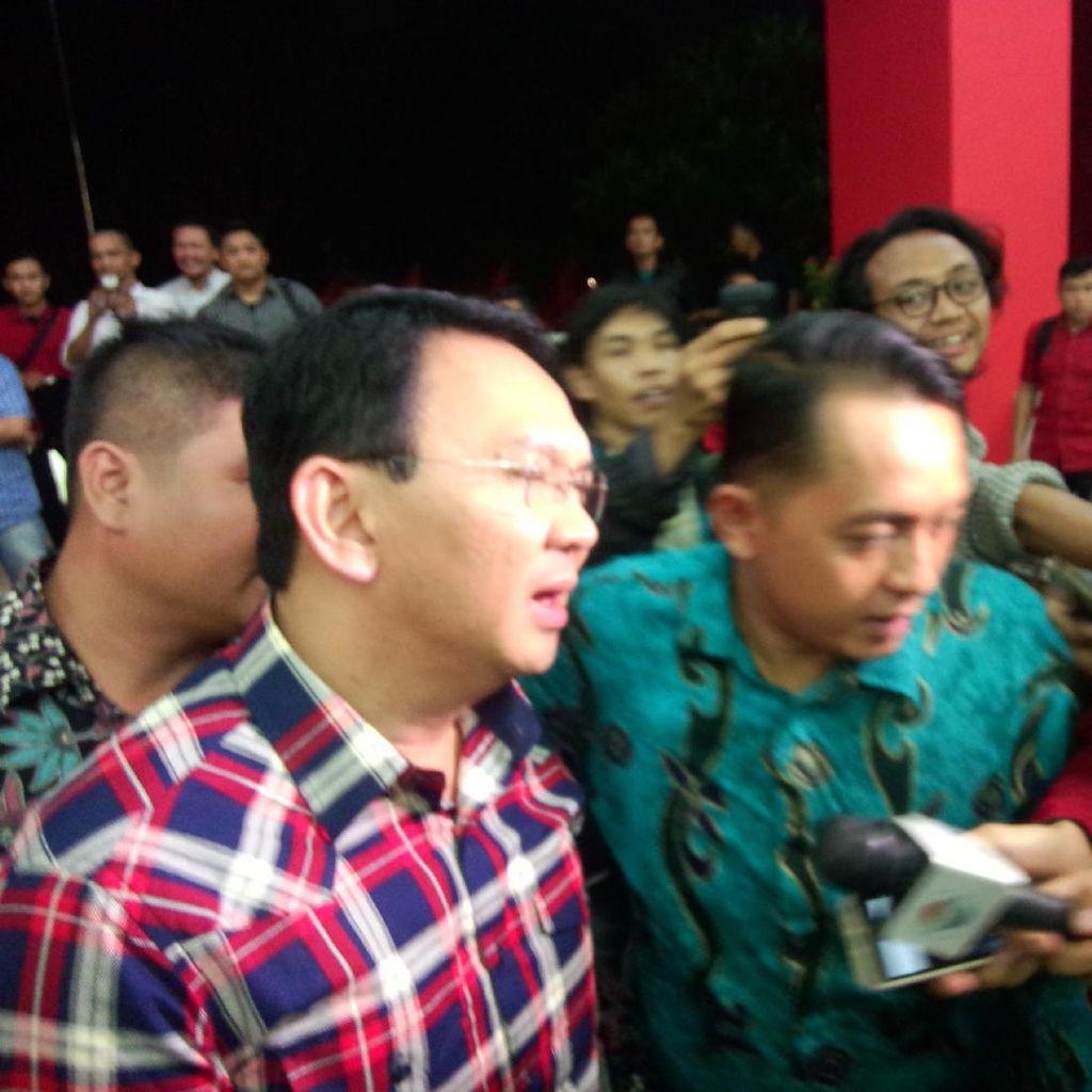 Pakai Kemeja Kotak-Kotak, Ahok Hadiri Rapat Konsolidasi PDIP