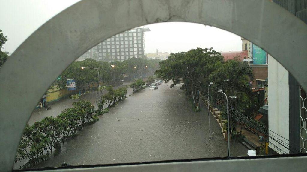 Hujan Deras, Jalan Pasteur Bandung Banjir bak Sungai