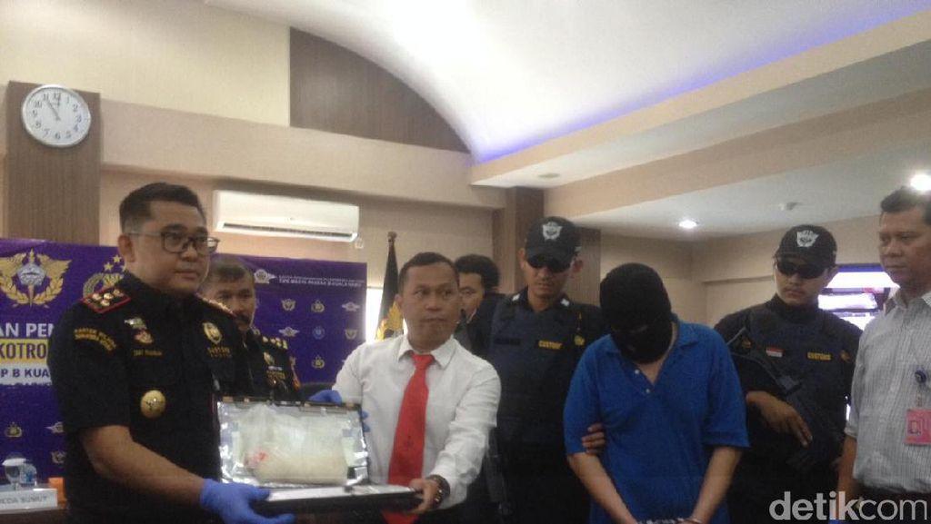 Simpan Sabu Dalam Laptop, WN Malaysia Dibekuk di Bandara Kualanamu