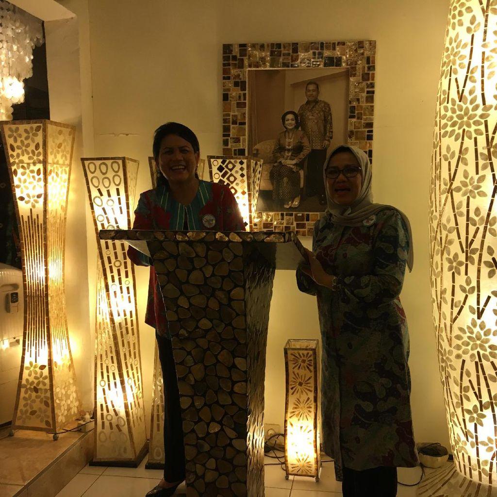 Saat Iriana Jokowi Latihan Pidato Didampingi Mufidah Jusuf Kalla