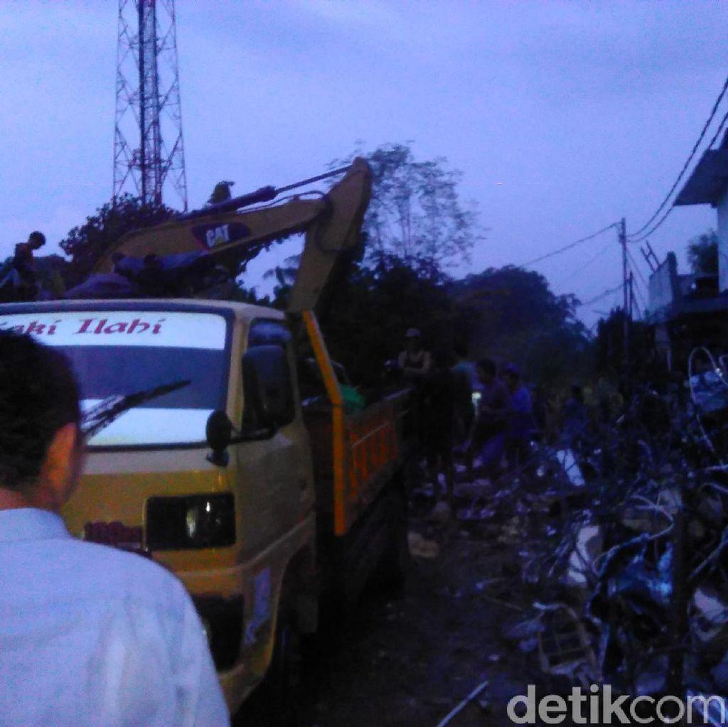Proses Evakuasi Puing Bangunan Akibat Ledakan di PHD Kembali Dilanjutkan