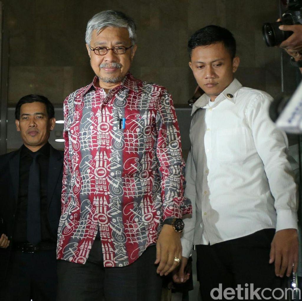 9 Jam Diperiksa KPK, Gubernur Sultra Nur Alam Tak Ditahan