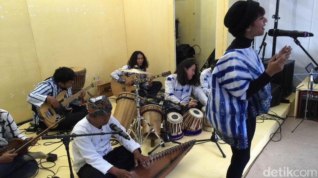 Pameran Dagang Buku Terbesar di Dunia Digoyang Keroncong Bandung