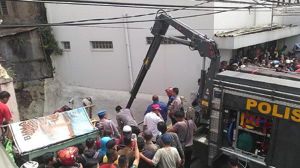 Livina yang Hanyut di Pagarsih Bandung Akhirnya Ditemukan 1 Km dari Lokasi Nyemplung