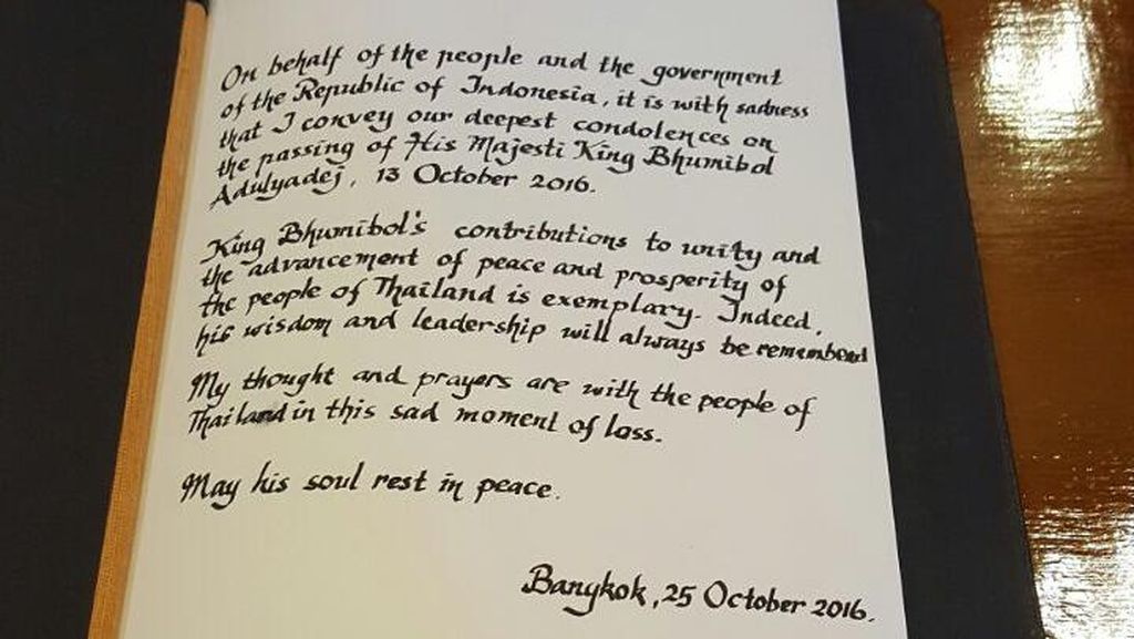 Jokowi dan Iriana Tulis Pesan Duka Cita untuk Mendiang Raja Thailand