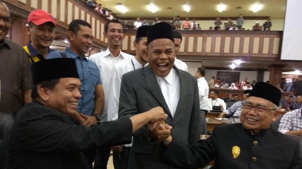 Cairkan Suasana Pengambilan Nomor Urut, 3 Cagub Aceh Salam Komando Bareng
