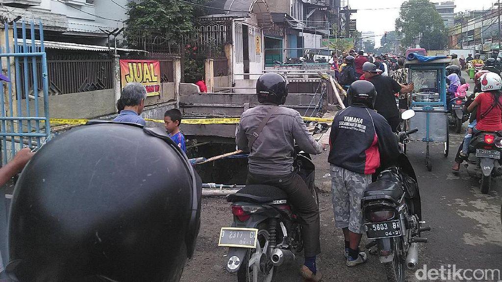 Lokasi Hanyutnya Mobil dan Motor di Jalan Pagarsih Jadi Tontonan Warga