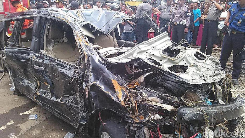 Kondisi Mobil Livina yang Hanyut Setelah Dievakuasi: Remuk, Nyaris tak Berbentuk