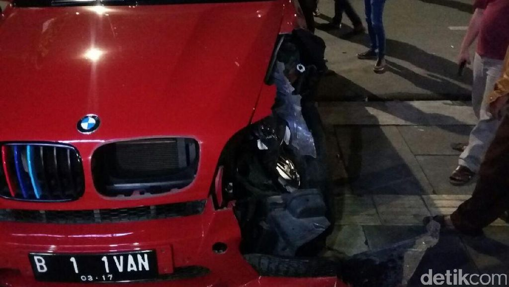 Polisi Tetapkan Sopir BMW yang Tabrak CRV dan Tukang Parkir  Sebagai Tersangka