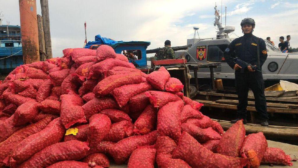 Bea Cukai Amankan Kapal Penyelundup 9 Ton Bawang Merah dari Malaysia di Sumut