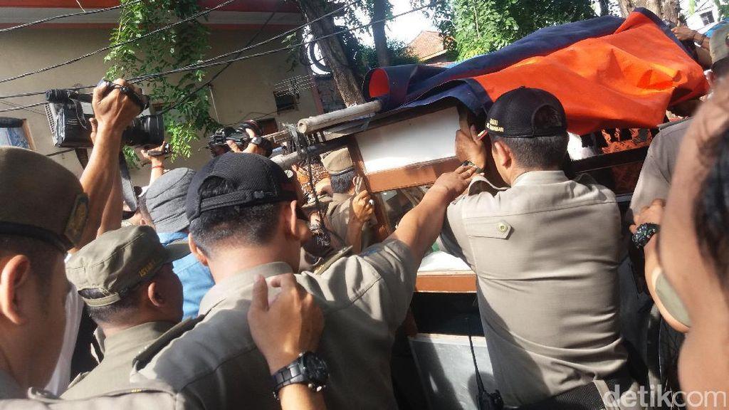 Lihat Langsung Razia PKL, Wagub Djarot Dicurhati Pedagang Soal Pungli