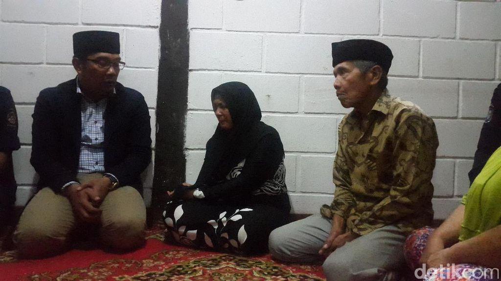 Melayat Korban Tewas Banjir, Ridwan Kamil: Sekolah Anak Kami yang Urus
