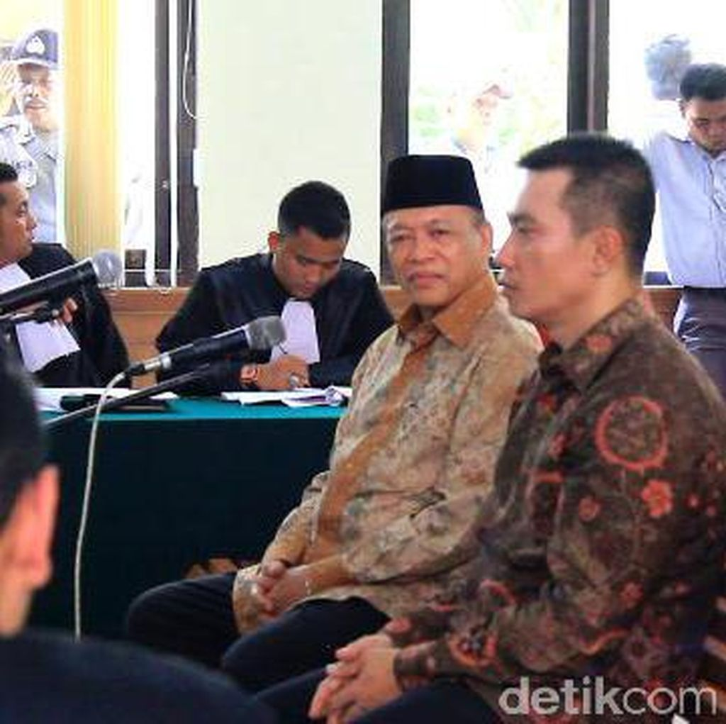 2 Mantan Ketua DPRD Riau Diadili dalam Kasus Korupsi APBD