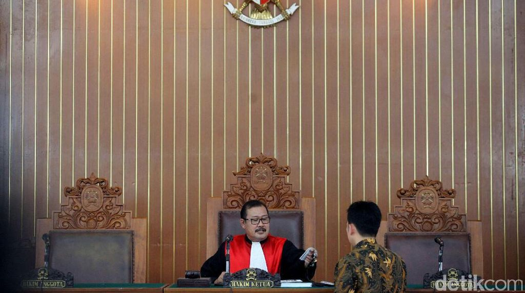 Hakim Kabulkan Permintaan Pengacara Agar Irman Gusman Hadir di Sidang Besok