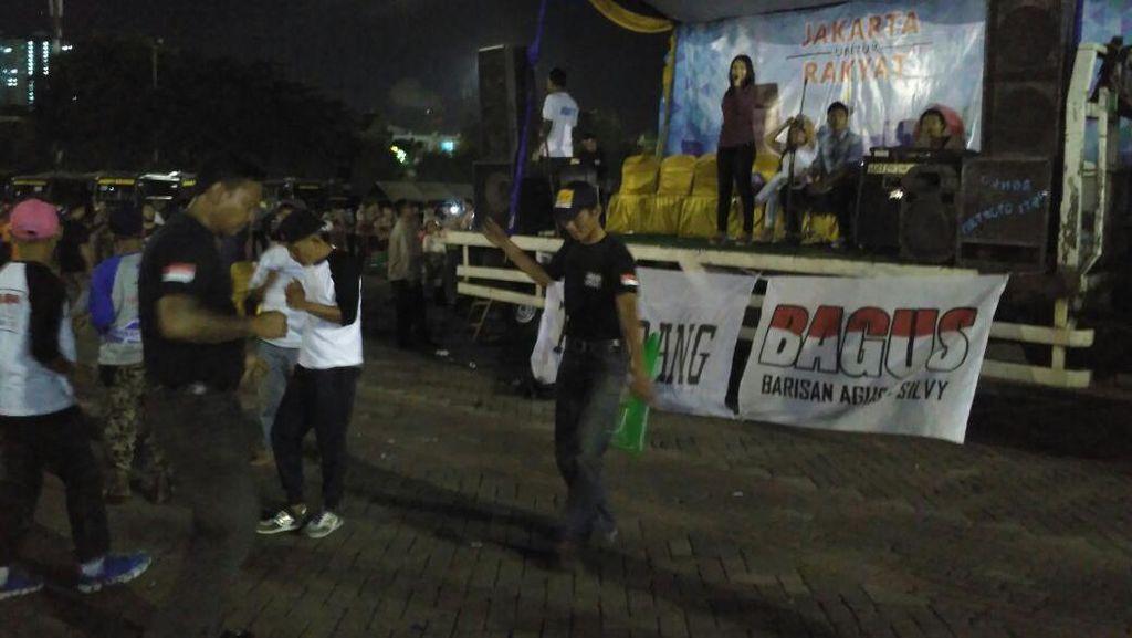 Pendukung Agus-Sylvi Dangdutan, Relawan Ahok Nyanyi Lagu Iwan Fals