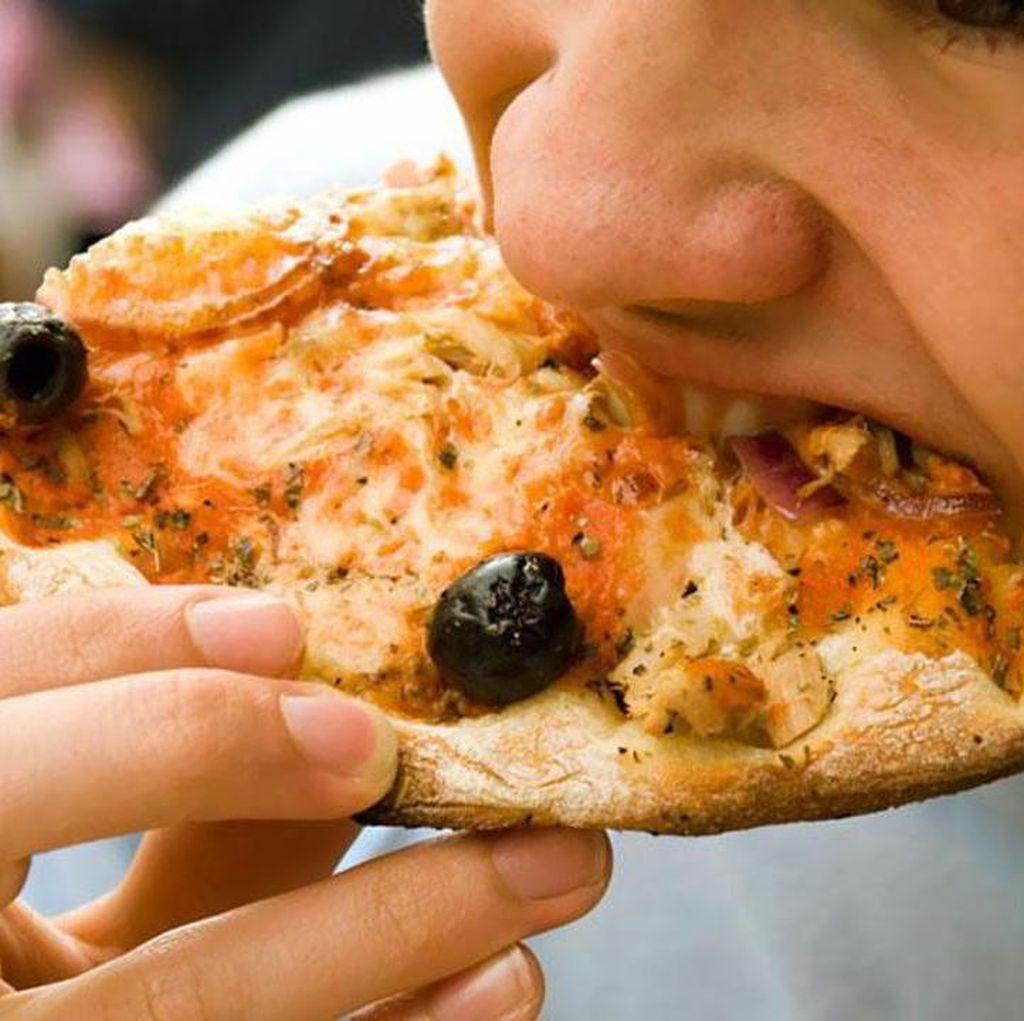 Setelah Dibiarkan 2 Jam, Apakah Sisa Pizza Masih Aman Dimakan?