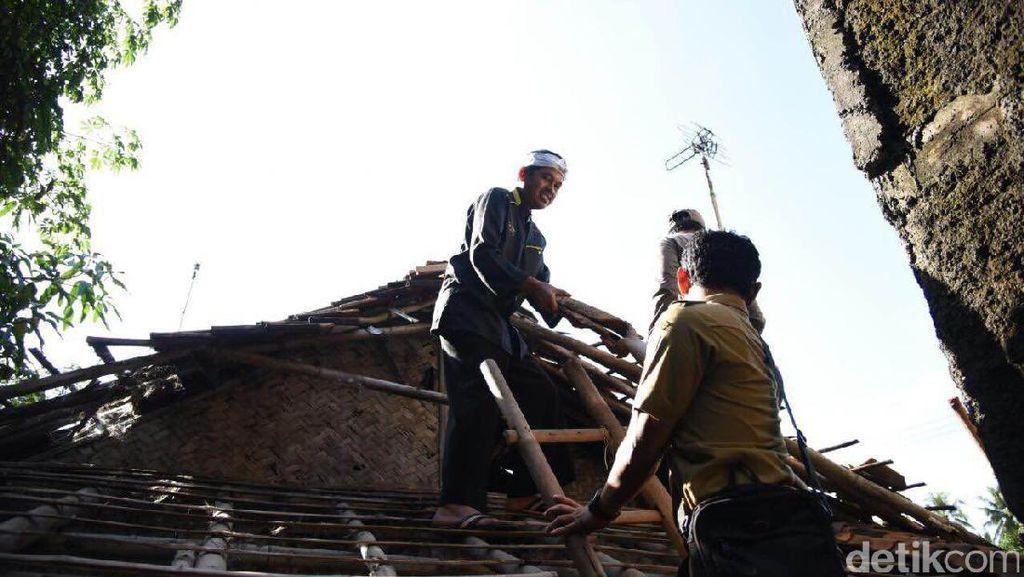 Berkah Kuncen Abah Tarmedi, Rumah Reyotnya Diperbaiki karena Aduan Warga