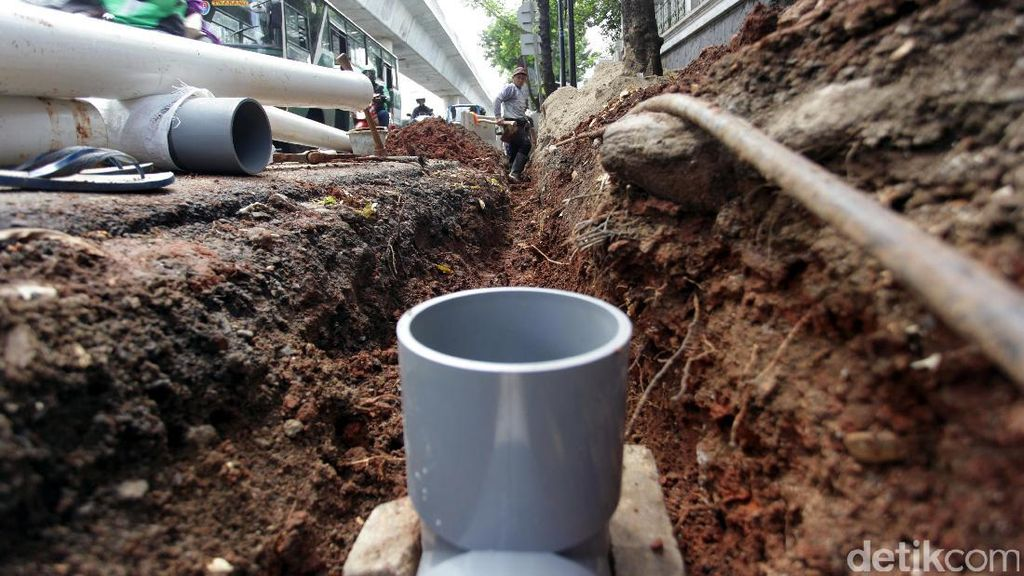 Pedestrian dan Kabel Lampu Jalan Antasari Diperbaiki