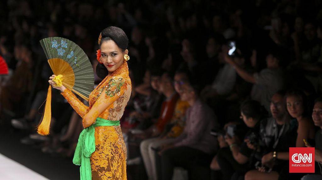 Intepretasi Modern Kebaya Janger Bali dari Anne Avantie