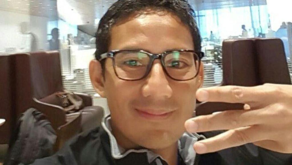 Setelah Salam W dan Kebersamaan, Sandiaga Kenalkan Senyum 3 Jari