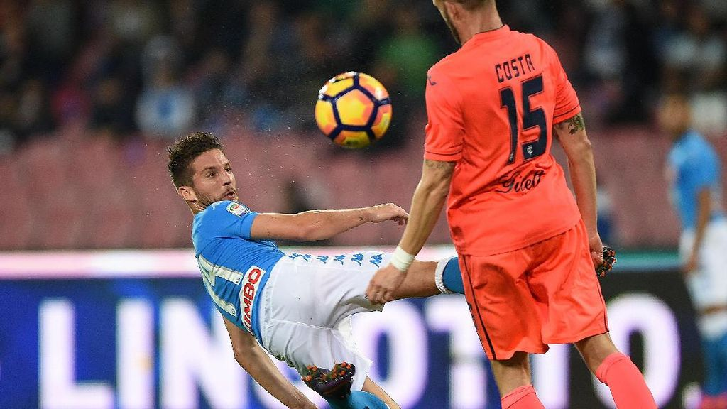 Napoli Kalahkan Empoli 2-0