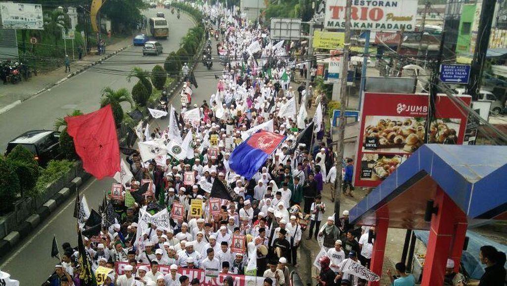 Massa Ormas Islam Demo Ahok di Depan Balai Kota Bogor