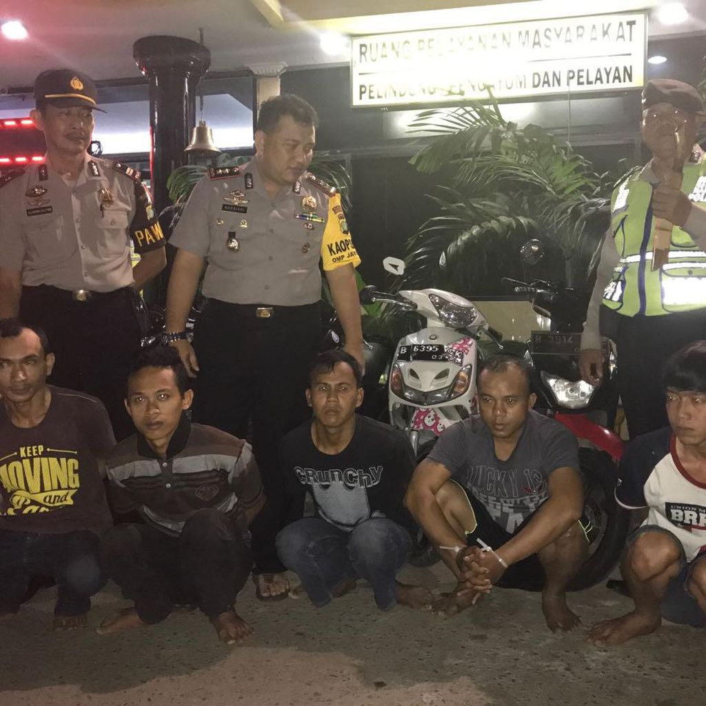 Polisi Tangkap 5 Orang Pencuri Motor yang Beroperasi di Jakbar